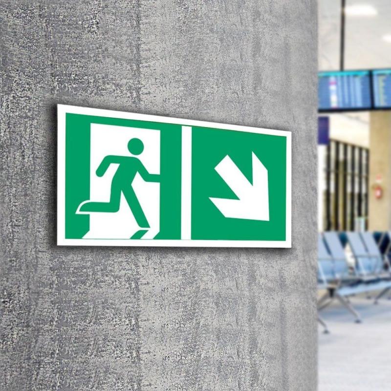 Znak LEVI Kierunek do wyjścia ewakuacyjnego E02-PD 300x150 PF